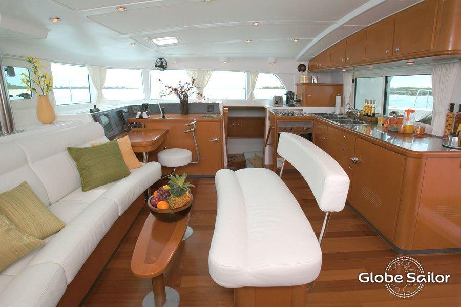 Katamaran innen  https://cdn1.theglobesailor.com/doc/boat/model/120...