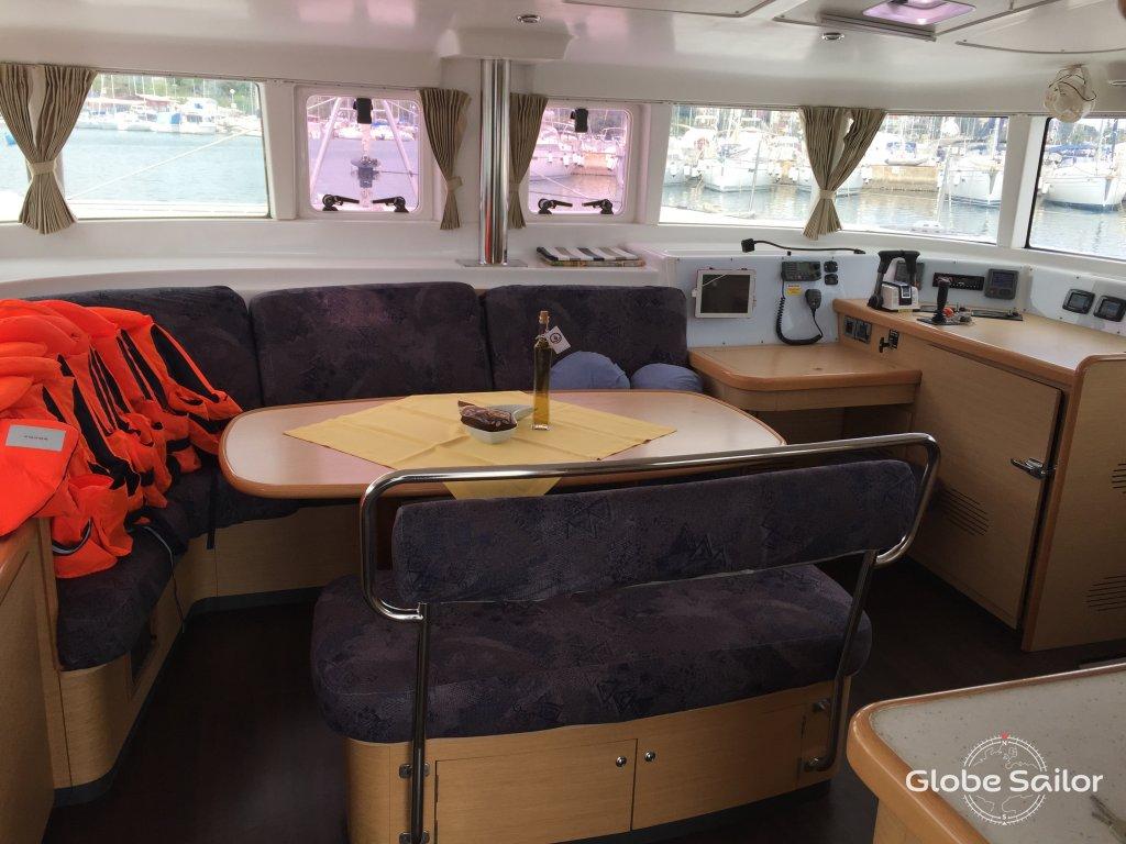 Noleggio lagoon 440 dal porto di marina di veruda a for Noleggio di cabine di istrice