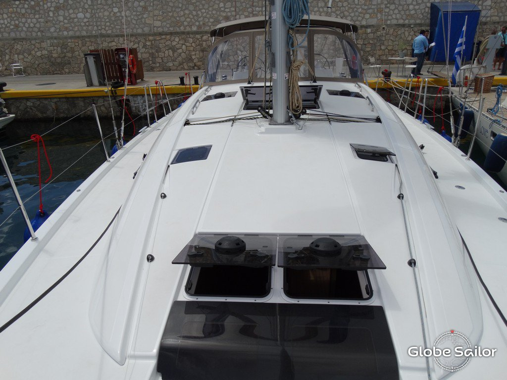 Rental Jeanneau 54 from the charter base Marina Alimos