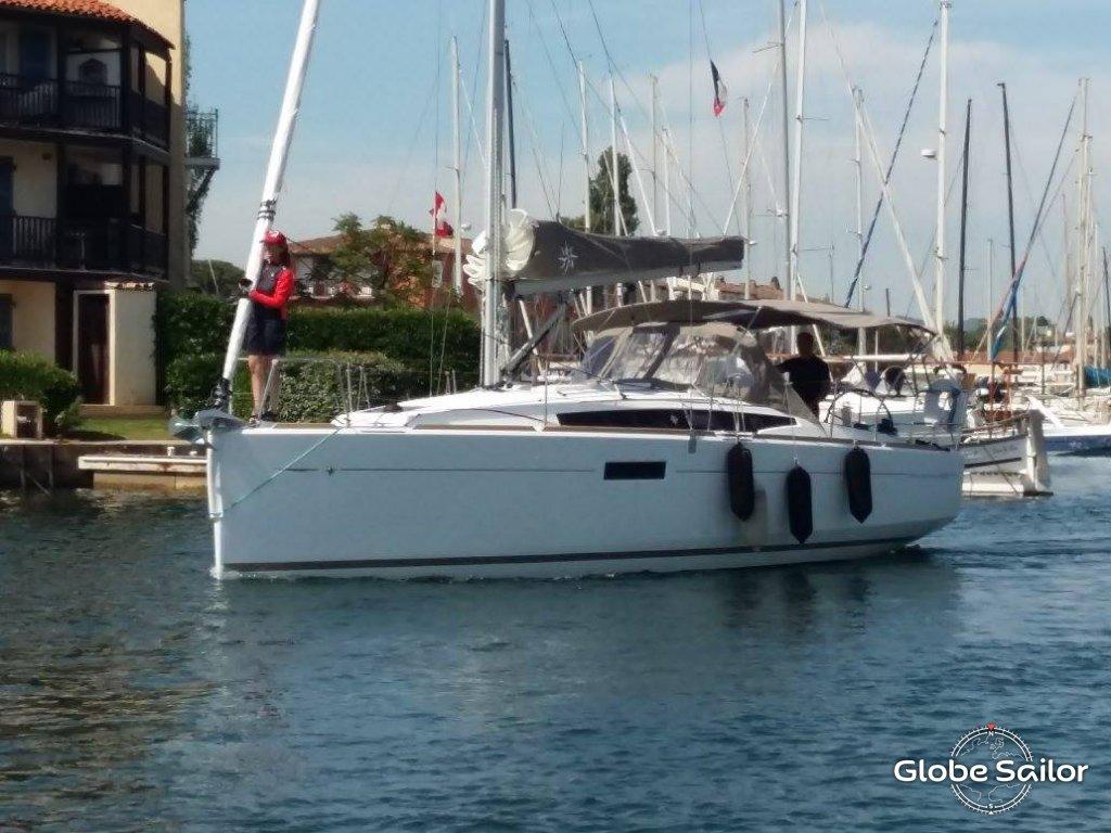Location sun odyssey 349 depuis le port de port grimaud en france n 22085 373 - Location bateau port grimaud ...