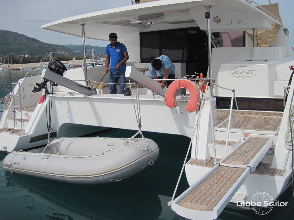 Noleggio helia 44 dal porto di sant 39 agata di militello a for Noleggio di cabine di istrice