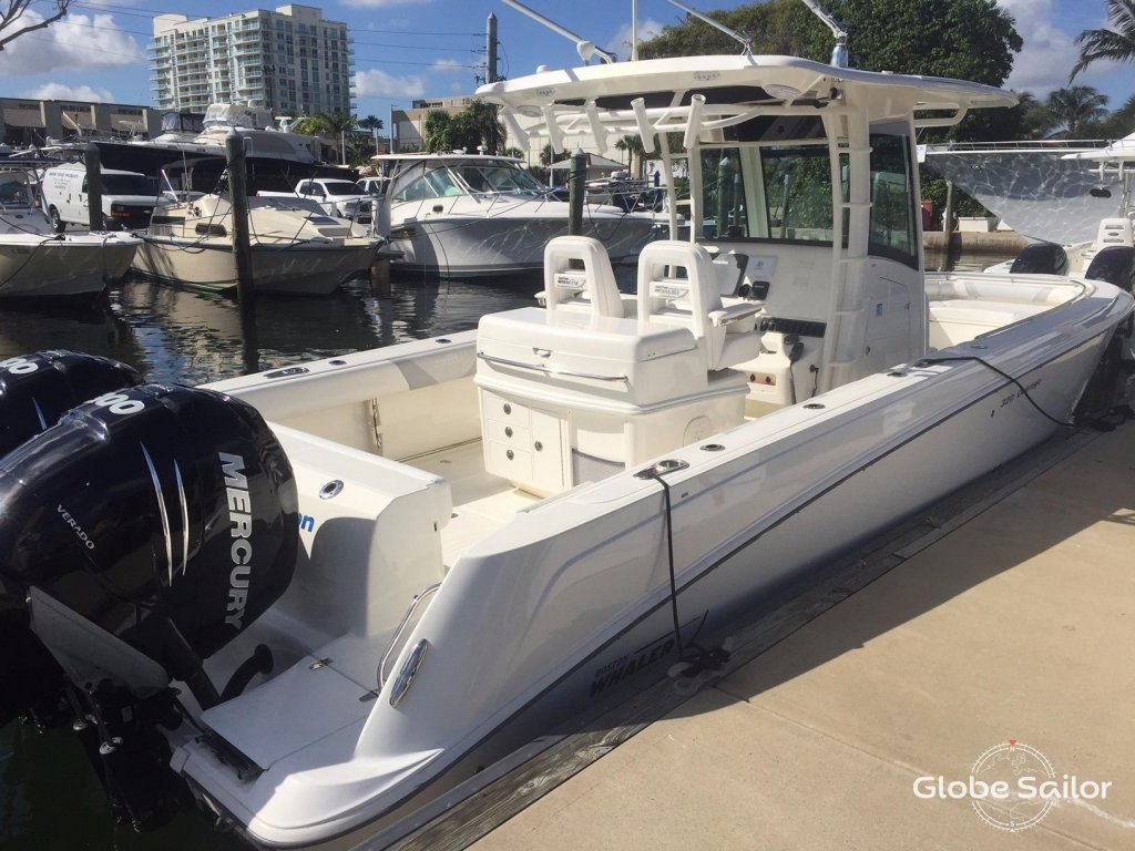 Rental boston whaler 320 outrage from the charter base for Motor boat rental boston