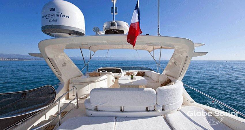 location azimut custom 62ft depuis le port de saint laurent du var en france n 29832 360. Black Bedroom Furniture Sets. Home Design Ideas