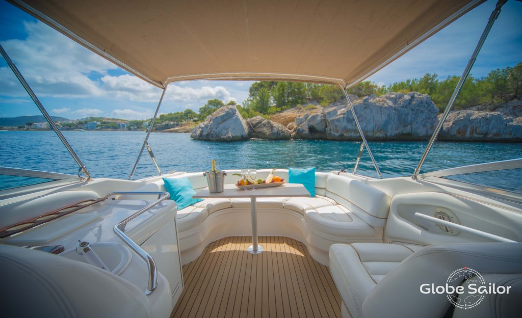 Rental Sea Ray 280 Bowrider from the charter base Santa